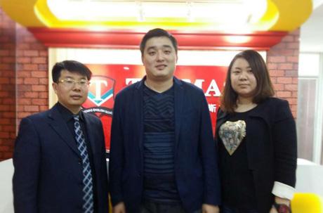 河北秦皇岛孙先生(中)夫妇成功投资托马斯教育