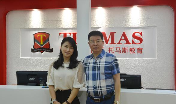 浙江温州陈女士在托马斯教育总部留影