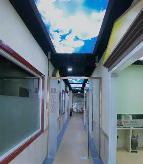 托马斯学习馆青岛校-蓝天走廊