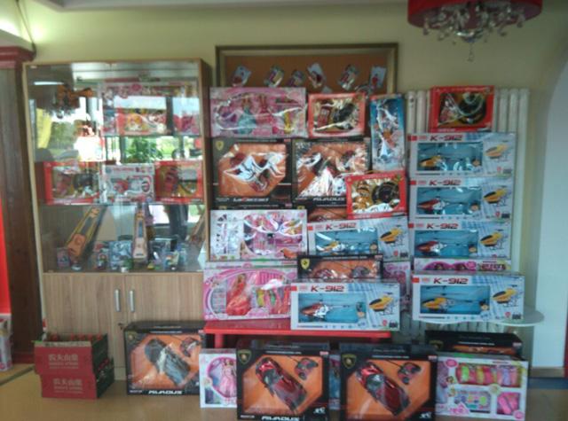 青岛托马斯学习馆-玩具礼品墙