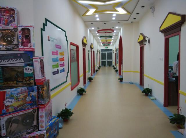秦皇岛托马斯学习馆-宽敞的文化走廊