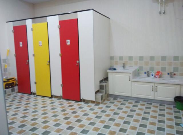 秦皇岛托马斯学习馆-敞亮的卫生间