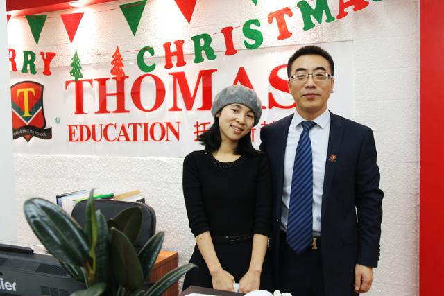 杜女士与托马斯营销总裁合影