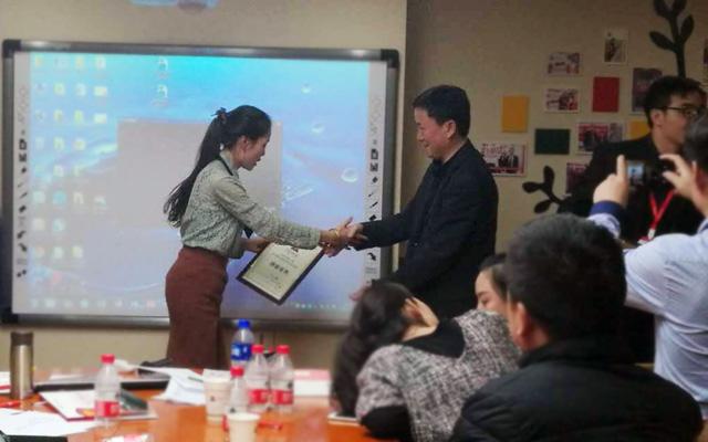 2016年第一期托马斯联盟校长成长训练营-吕福生颁发结业证书