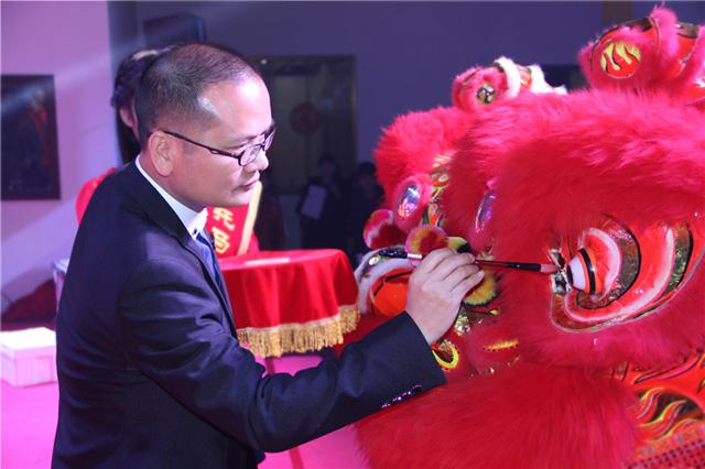 2015托马斯年会托马斯学院启动仪式-张振华先生为雄狮点睛