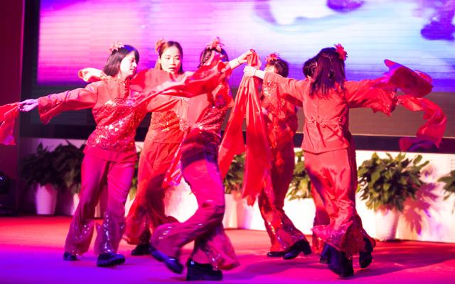 2015年度托马斯教育颁奖盛典-大兴校区幼小部 舞蹈《好运来》