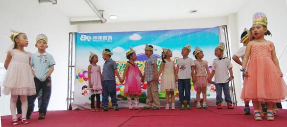 托马斯宝贝迎六一活动中孩子们做游戏节日