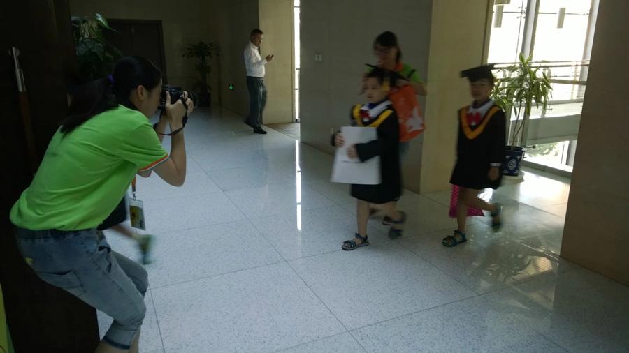 托马斯教育2014届STEAM课程毕业典礼小博丝入场